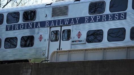 6d81b71f-a1a5-4dc5-a2de-43c49a0ef810-virginia_railway_express_606